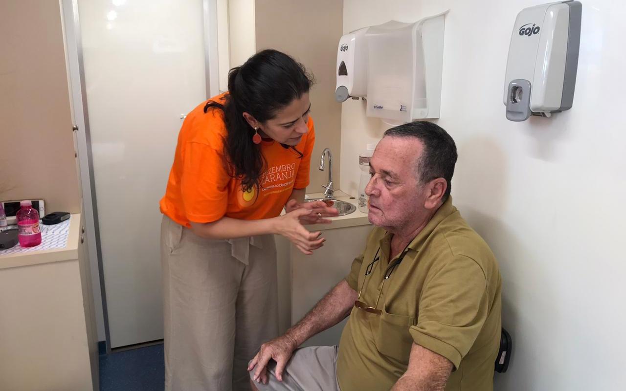 Hospital de Amor promove ação ligada à campanha 'Dezembro Laranja'